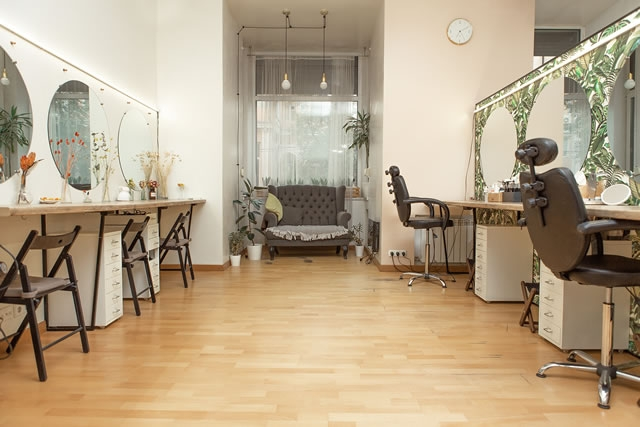 Прибыльный beauty-бизнес 3-в-1: студия прически и макияжа, школа обучения мастеров, beauty-shop