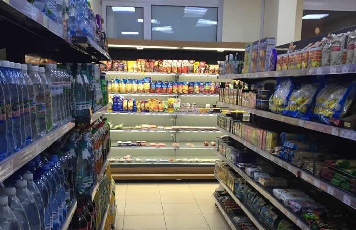 Супермаркет в спальном районе возле Метро