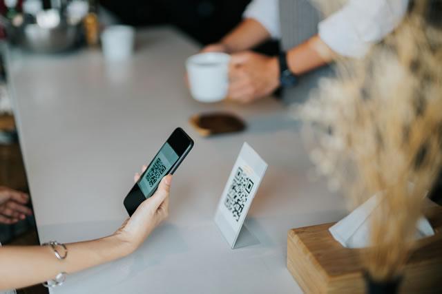 Смартфон сканирование ресепшн барная стойка