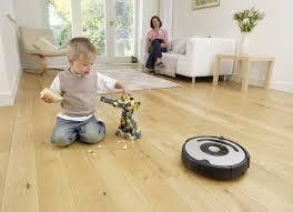 Робот-пылесос - маленький помощник для большой уборки